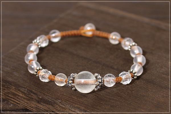 ヒマラヤ産水晶+ロータス水晶+ミルキークォーツつゆマクラメブレスレット