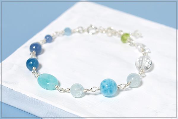 アクアマリン+カイヤナイト+ブルーアパタイト+ペルー産アマゾナイト+ラリマー+水晶+ペリドット+ムーンストーンsilver925ブレスレット