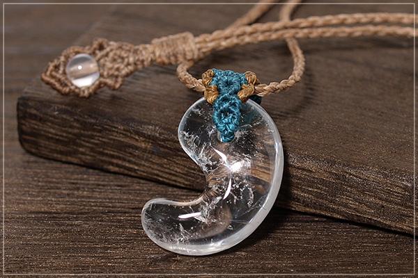 天然水晶勾玉マクラメネックレス