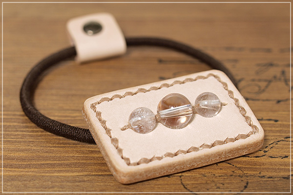 ヒマラヤ産水晶本革ヘアゴムアクセサリー