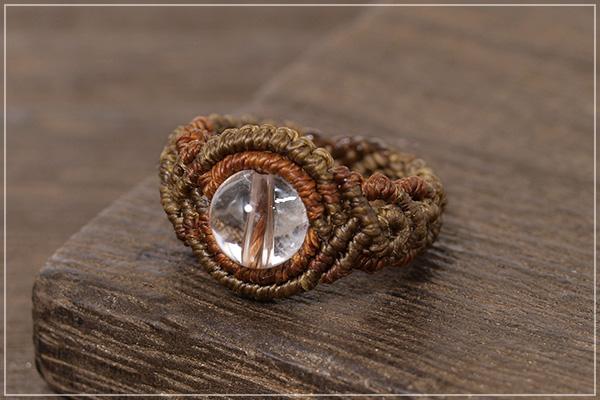 ヒマラヤ産水晶巻き結びマクラメリング