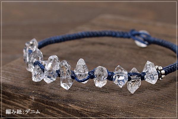 小さな水晶原石センターストーンつゆマクラメブレスレット