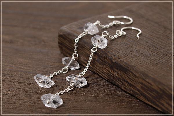 小さな水晶原石silver925チェーンロングピアス・イヤリング