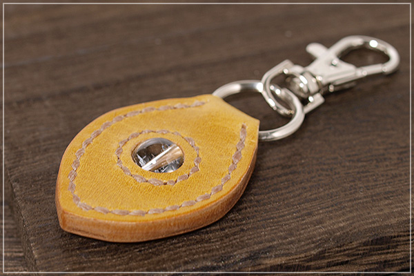 ヒマラヤ産水晶本革キーホルダー