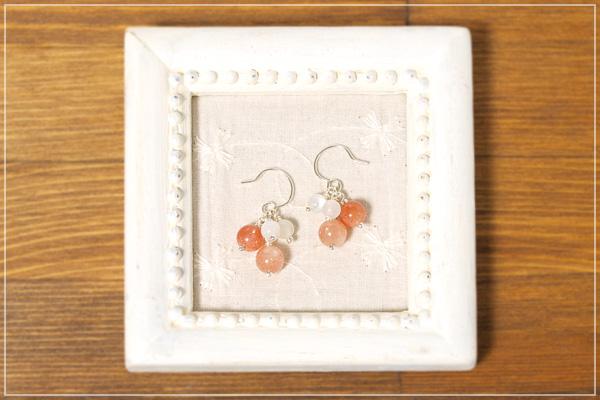オレンジムーンストーン+サンストーン+ムーンストーン花*花ピアス・イヤリング