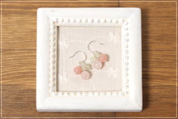 ローズクォーツ+ピンクオパール+プレナイト花*花ピアス・イヤリング