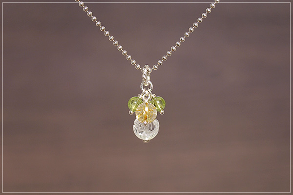 ロータス水晶+ルチルクォーツ+ペリドット花*花ペンダントトップ