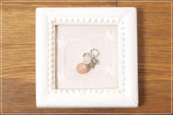 オレンジムーンストーン+ムーンストーン+ラブラドライト花*花ペンダントトップ