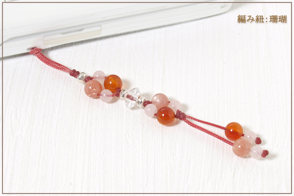 オレンジムーンストーン+カーネリアン+ローズクォーツ花*花マクラメ携帯ストラップ